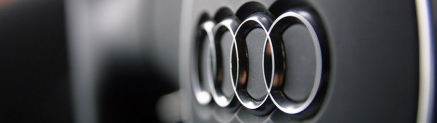 Audi logo vanaf zijkant ingezoomd